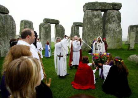 Druidic_ritual_Stonehenge_12