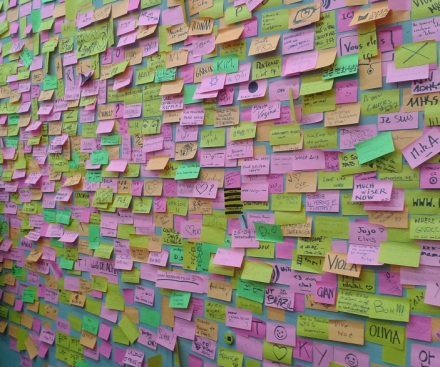 Le-mur-à-Post-It-de-Maison-et-Objets